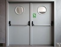 mezhkomnatnye-majatnikovye-dveri